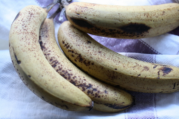 Small Kitchen College » 5 Uses for Old Bananas